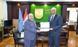 جامعة الاسكندرية تكرم الدكتور مدبولي نوير