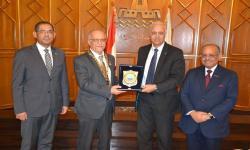 رئيس الجامعة يكرم الدكتور سامح شحاتة أول رئيس عربي وافريقي للمؤسسة الفيدرالية الدولية لجراحة الأطفال