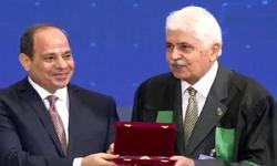 رئيس الجمهورية يكرم أستاذ بجامعة الاسكندرية لفوزه بجائزة الدولة التقديرية في العلوم المتقدمة