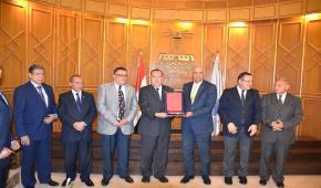 جامعة الاسكندرية تكرم أمينها العام لبلوغه سن التقاعد